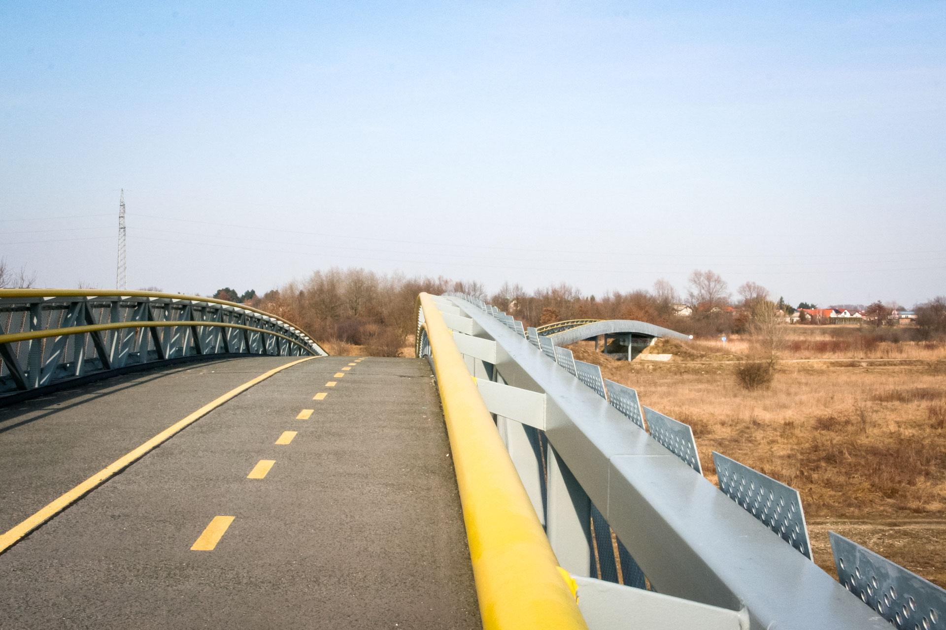 Pješački most i nadhodnik kod mjesta Črnec